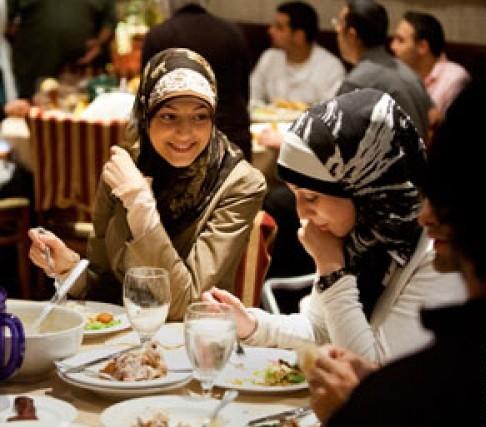 Где сделать ифтар? Рестораны массово переходят на режим Рамадана