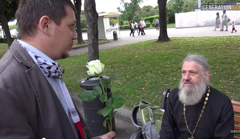 Активист Расул Тавдиряков и недовольный батюшка