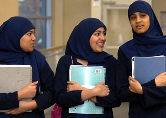 Мусульманок будут обыскивать перед экзаменами