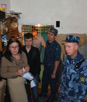 Правозащитники по время посещения колонии