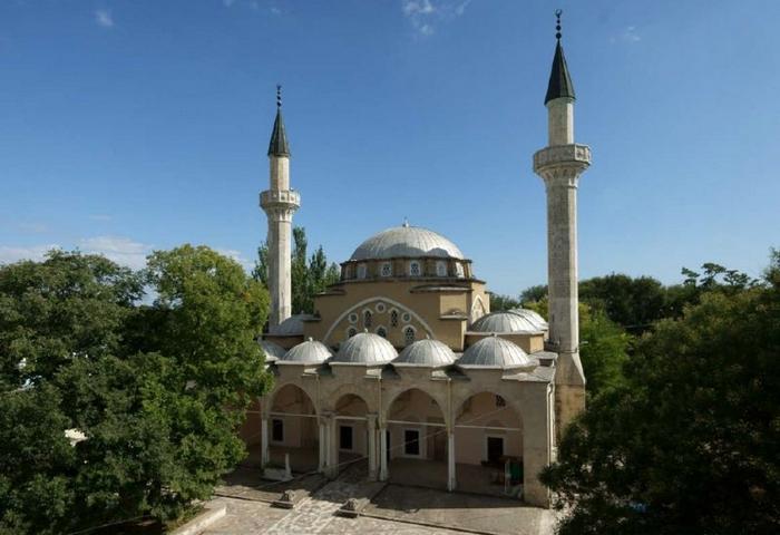 Хан-Джами - старейшая мечеть Крыма