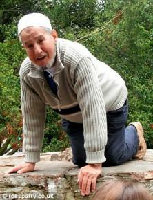 Дедушку-мусульманина забили до смерти по дороге в мечеть