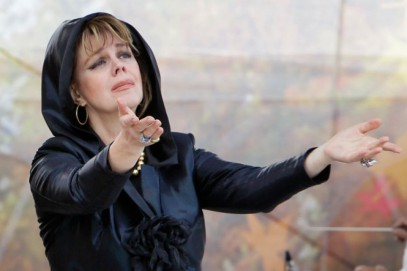 Российская певица заблаговременно похоронила армян Карабаха