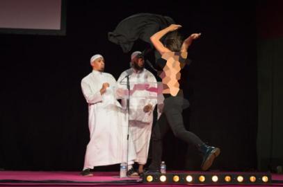 Голые активистки, пытавшиеся сорвать исламскую конференцию, получили жесткий отпор (ВИДЕО)