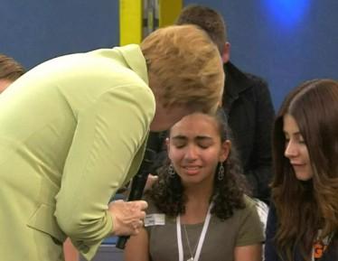 Палестинской девочке, расплакавшейся перед Меркель, дали вид на жительство