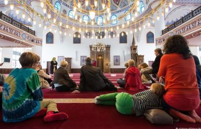 Немцы толпами устремились в мечети – зачем?