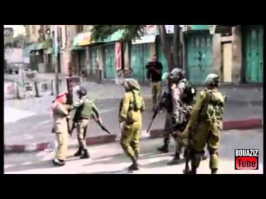 Пожилой палестинец без оружия против израильских силовиков (ВИДЕО)