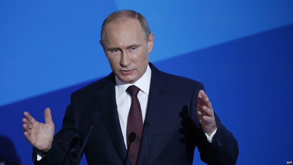 Владимир Путин на трибуне форума