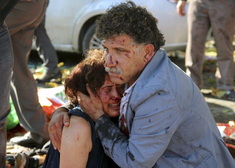 Раненные в результате взрыва мужчина и женщина в Анкаре