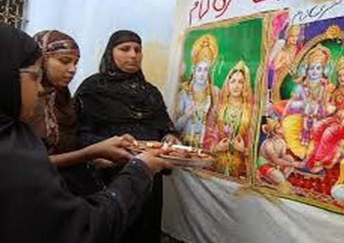 Мусульман обращают в индуизм под угрозой расправы