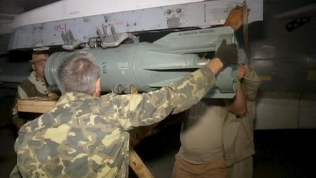 Российские самолеты снаряжают тяжелыми бомбами