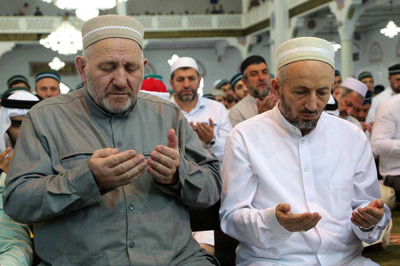 Муфтий Дагестана (справа) Ахмад Абдуллаев