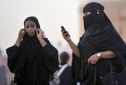 Саудиек будут штрафовать за непристойный вид на работе
