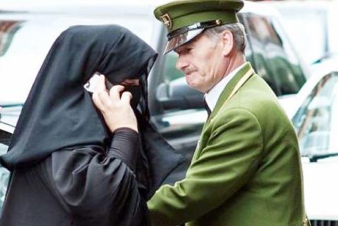 Саудовским женщинам не привыкать к удивленным взглядам за границей