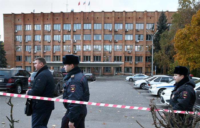 Полиция оцепила городскую администрацию