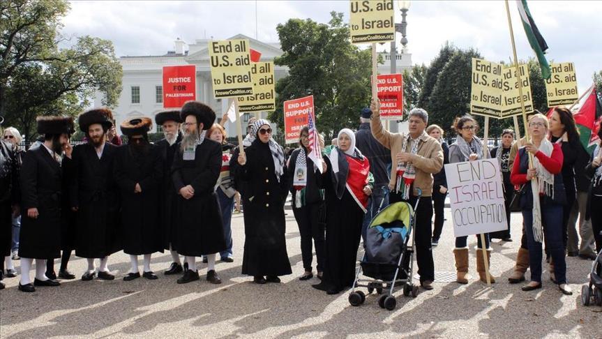 Демонстранты, в том числе и евреи, собрались у Белого дома