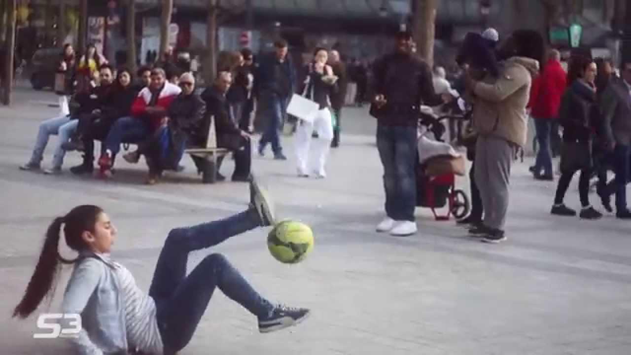 Выступление на улицах Парижа