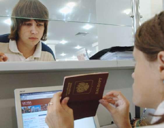 В Госдуме предлагают ввести разрешения на выезд за границу