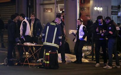 В Париже произошли стрельба и взрывы — имеются жертвы