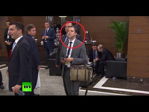 Странный незнакомец попал в объектив во время встречи Путина и Обамы (ВИДЕО)