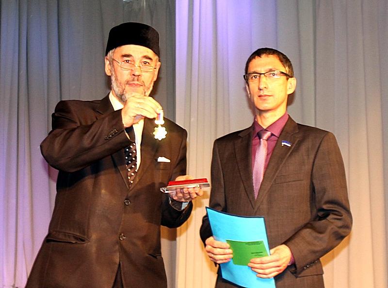 Депутата-коммуниста наградили исламским орденом