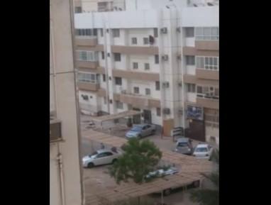 Женщина в хиджабе выбросилась из окна (ВИДЕО 18+)