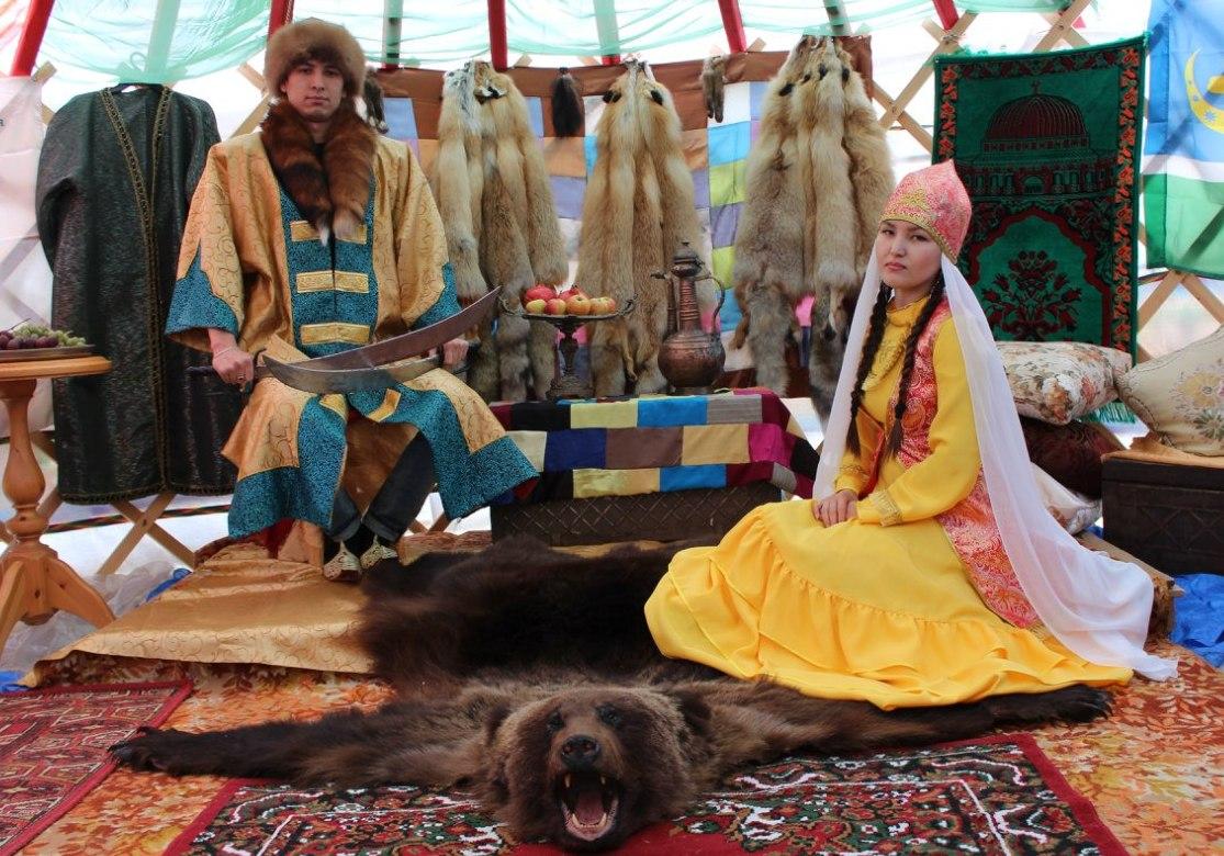 Кучум и Сузге на фестивале «Искер-джиен»