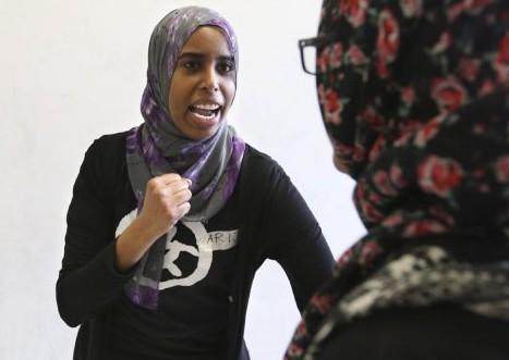 Зачем мусульманок в хиджабе учат драться?