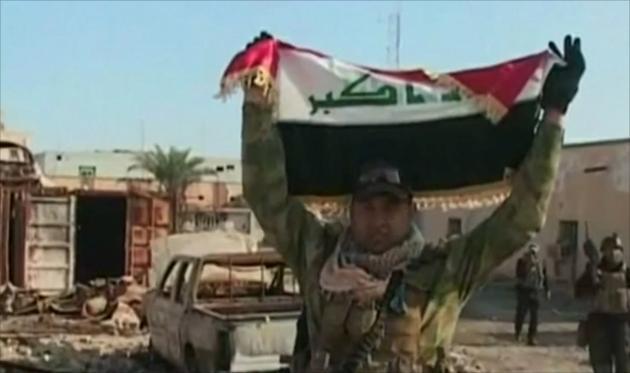 Иракский солдат в освобожденном от ИГИЛ г. ар-Римади