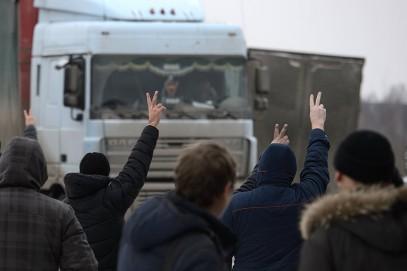 Протестующие под Москвой дальнобойщики сменили тактику (ФОТО)