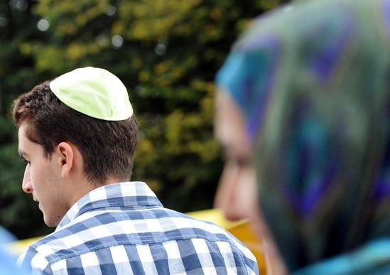 Мусульманка спасла иудея от атаки юдофоба