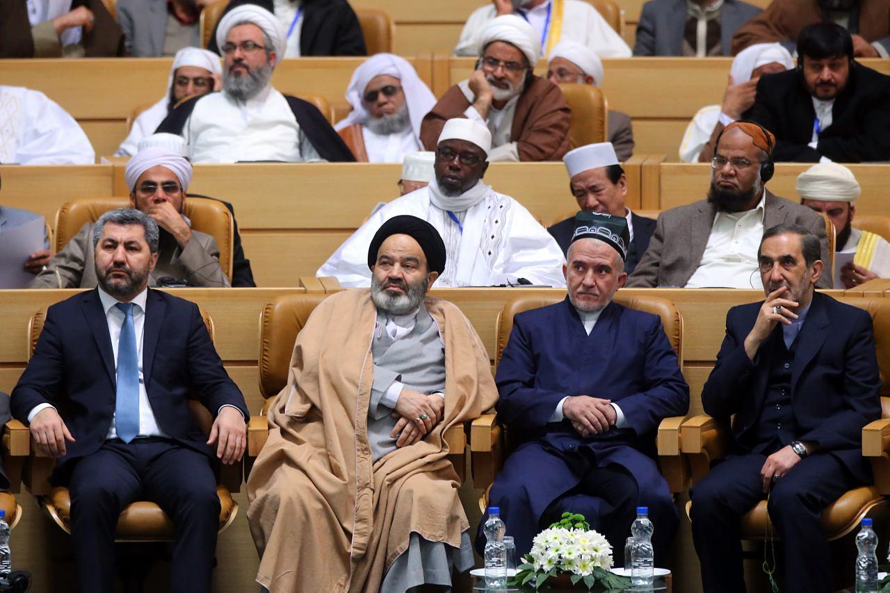 Таджикская делегация на первом ряду