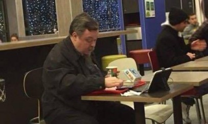 В сети появились фото протоиерея Чаплина с гамбургером в Рождественский пост