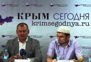 Таврический муфтий Руслан Саитвалиев (справа)