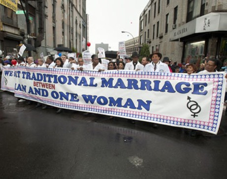 Граждане дали отпор депутатам, ратовавшим за гей-браки