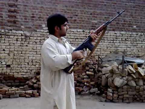 Пакистанский Шмайссер, Калашников и Кольт в одном гараже (ВИДЕО)
