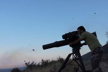 Сторонник Асада ловко увернулся от выпущенной по нему ракеты (ВИДЕО)