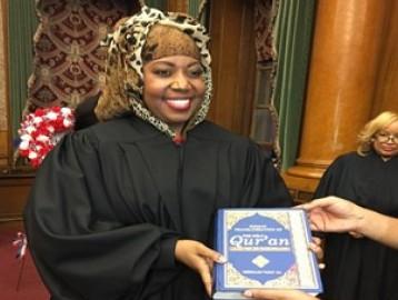 Мусульманка в хиджабе стала судьей впервые в истории