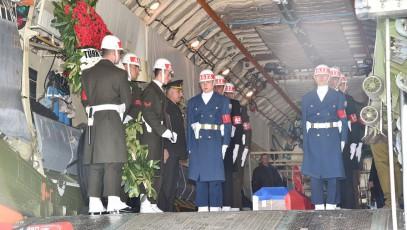 Власти Турции с почестями проводили командира сбитого Су-24 Олега Пешкова