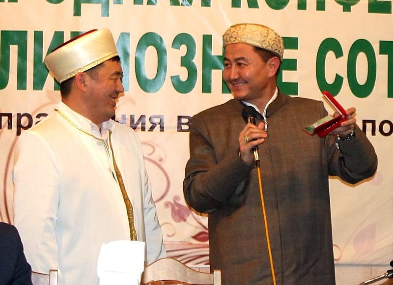 Сибирский муфтий награжден потомками Чингиз-хана