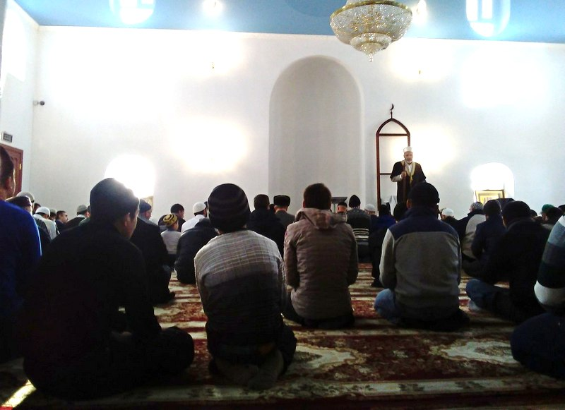 Де факто в Курганской мечети управляют имам Мизробов и его сторонники