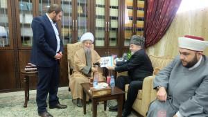 Шейху аль-Афифи вручают уфимские тезисы В.Путина