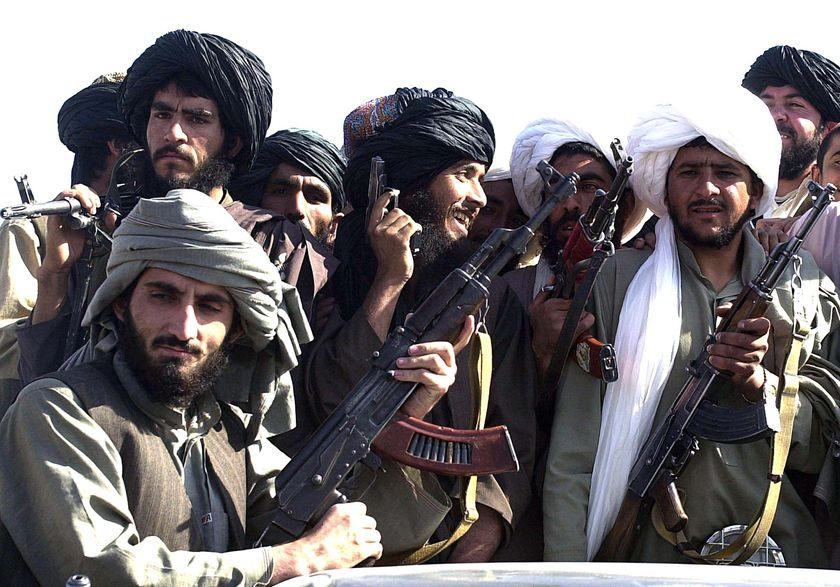 Талибы устроили показательную акцию возле посольства РФ