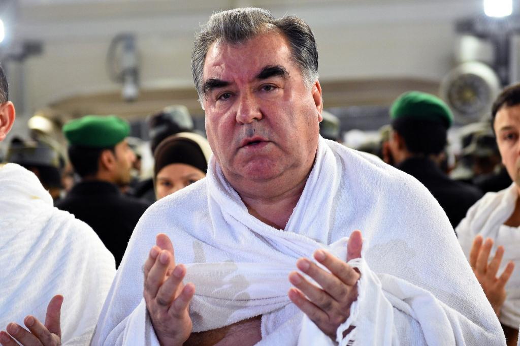 Президент Таджикистана укрепляется детьми