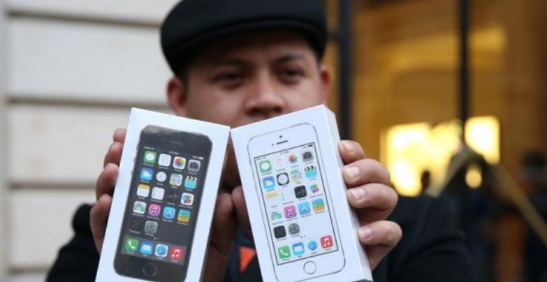 Компания Apple пытается сохранить российского потребителя