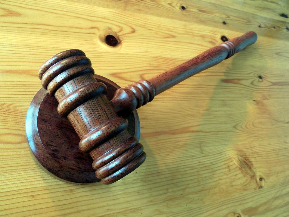 Основные плюсы обращения к услугам опытного адвоката