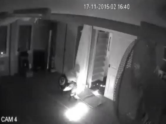 Шокирующий поджог мечети попал в объектив камеры (ВИДЕО)