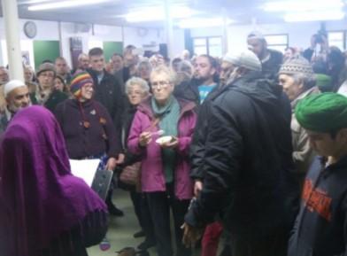 Сотни иноверцев заполнили мечеть до отказа – зачем?