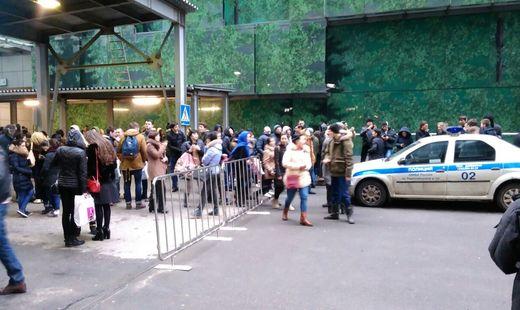 В российской столице изнескольких торговых центров эвакуировали людей из-за угрозы взрыва