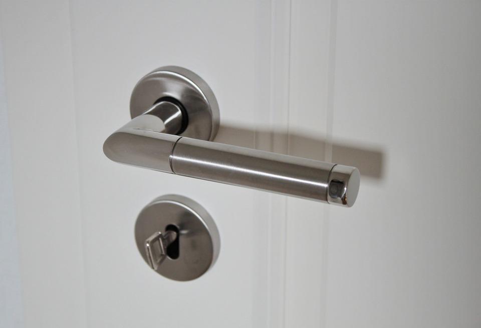 Тонкости правильного выбора входной двери в квартиру